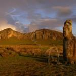 Le moai devant Rano Raraku - ILE DE PAQUES